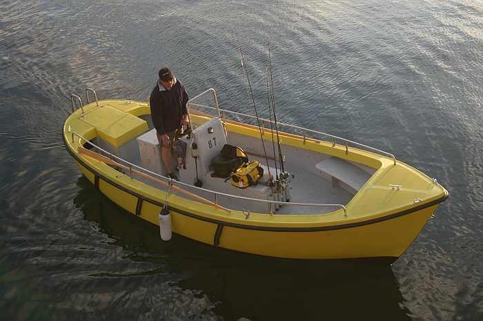 Ein perfektes Angelboot: Benzinkutter 21 Fuss, 10-15 PS-4-Takter mit Echolot.