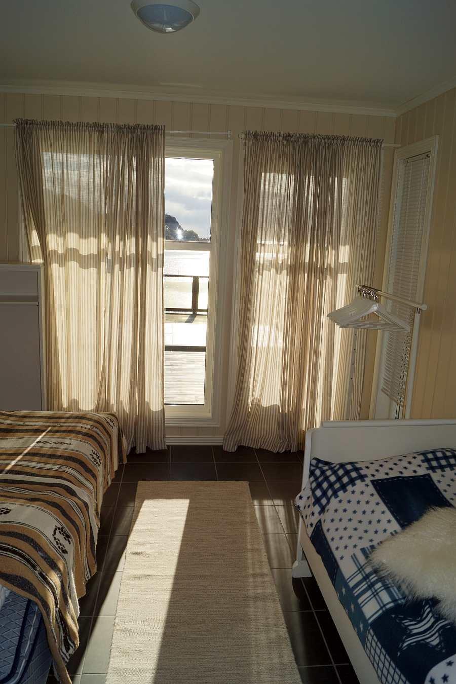 Einer der drei Schlafräume mit jeweils zwei Einzelbetten