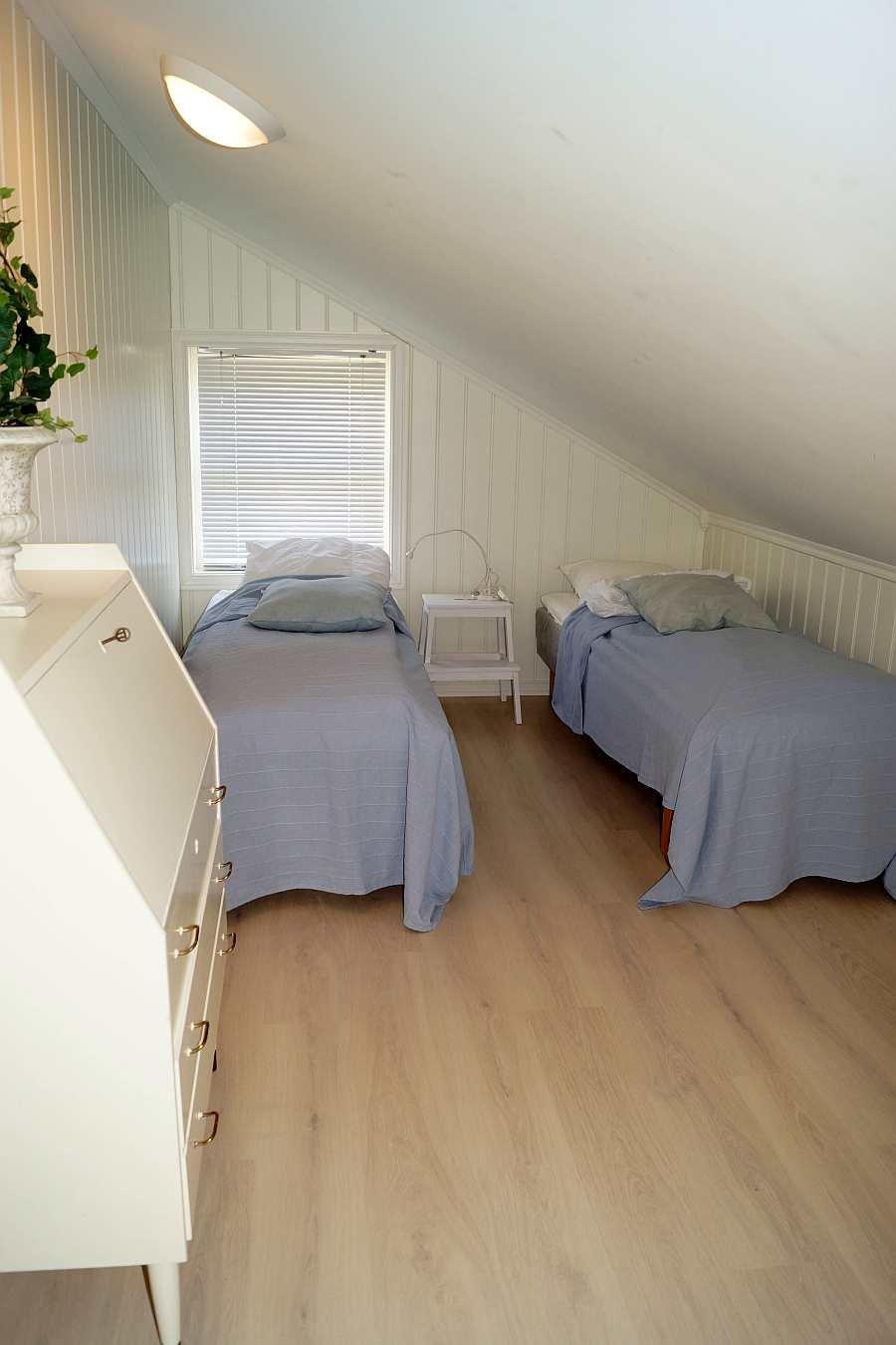 Ein weiterer Schlafraum mit zwei Einzelbetten