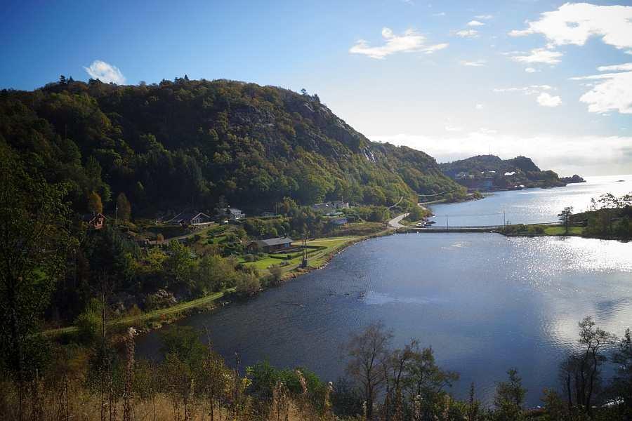 Blick von der Terrasse des Hauses auf den Fjord