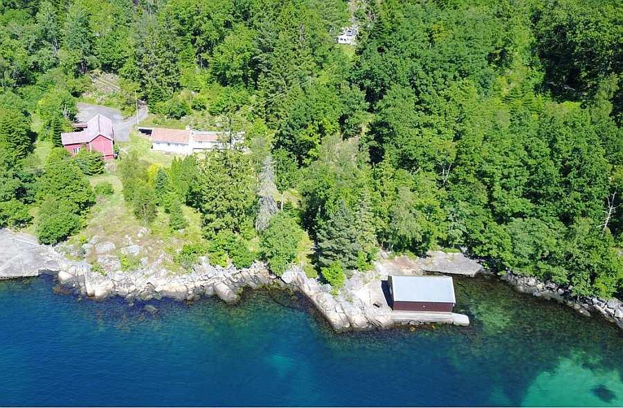 Ferienhaus Salthaug liegt auf einem großen, eigenen Wassergrundstück am Fjordufer