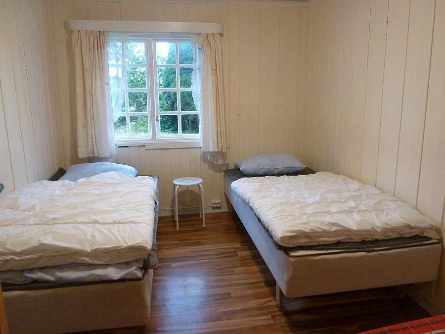 Eines der zwei Schlafzimmer mit je zwei Einzelbetten im EG