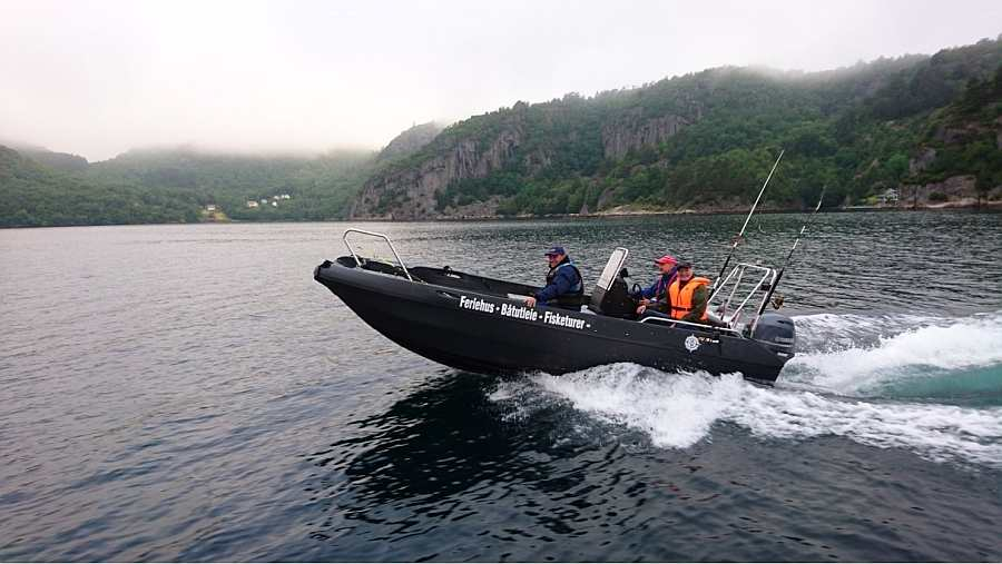 Schnell - das Motorboot Celine 18 Fuß/50 PS, 4-Takter