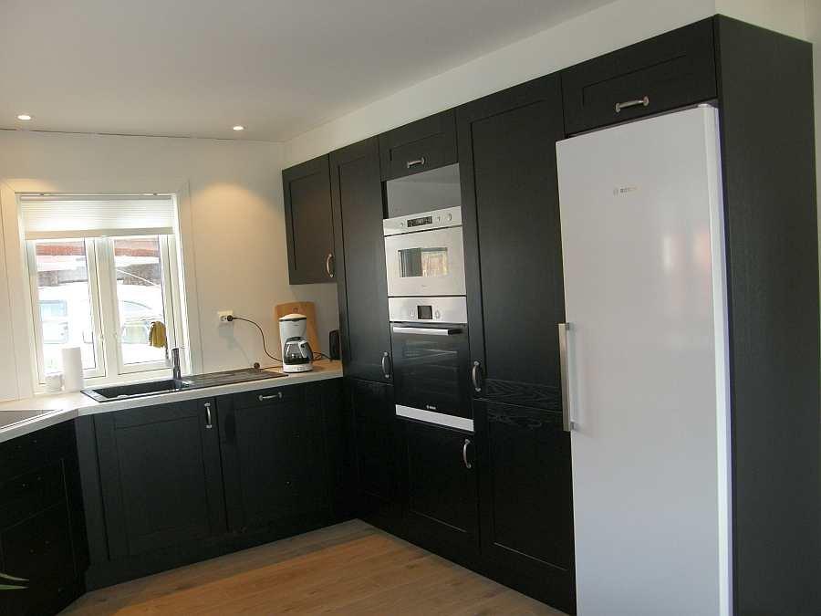 Die komplett ausgestattete, moderne Küche des Hauses