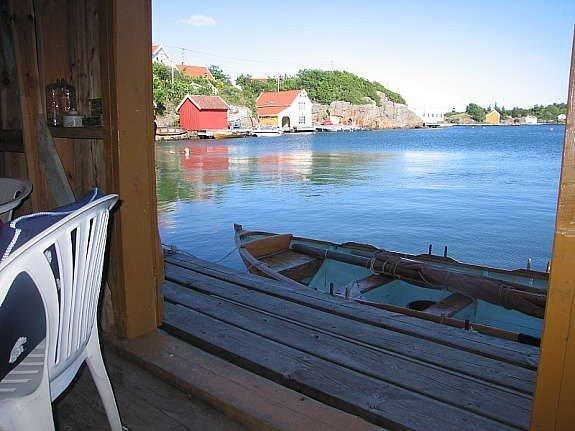 Blick aus dem eigenen Bootshaus auf die Bucht