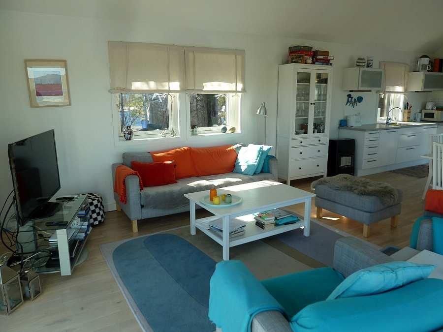 Der Wohnbereich ist komplett offen gestaltet und sehr geschmackvoll eingerichtet