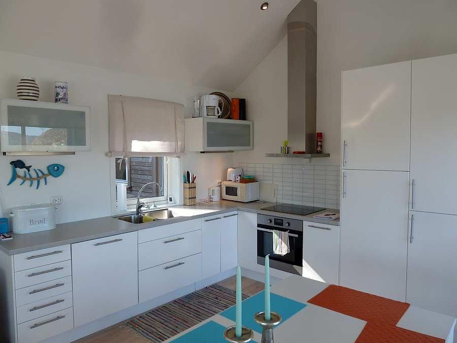 Die Küche ist umfassend ausgestattet - vom Toaster bis zum Geschirrspüler ist alles vorhanden