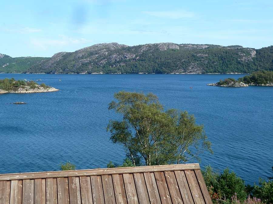 Vom Grundstück des Hauses hat man einen unvergleichbaren 180°Grad Blick auf den herrlichen Grønnsfjord