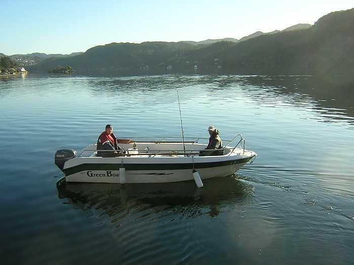 Das schnelle Angelboot 17 Fuß / 25 PS 4-Takter mit Echolot (liegt am Bootsliegeplatz des Ferienhauses)