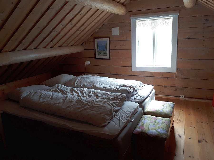 Auch hier finden sich 2 Einzelbetten, die auf Wunsch auch zum Doppelbett zusammengeschoben werden können