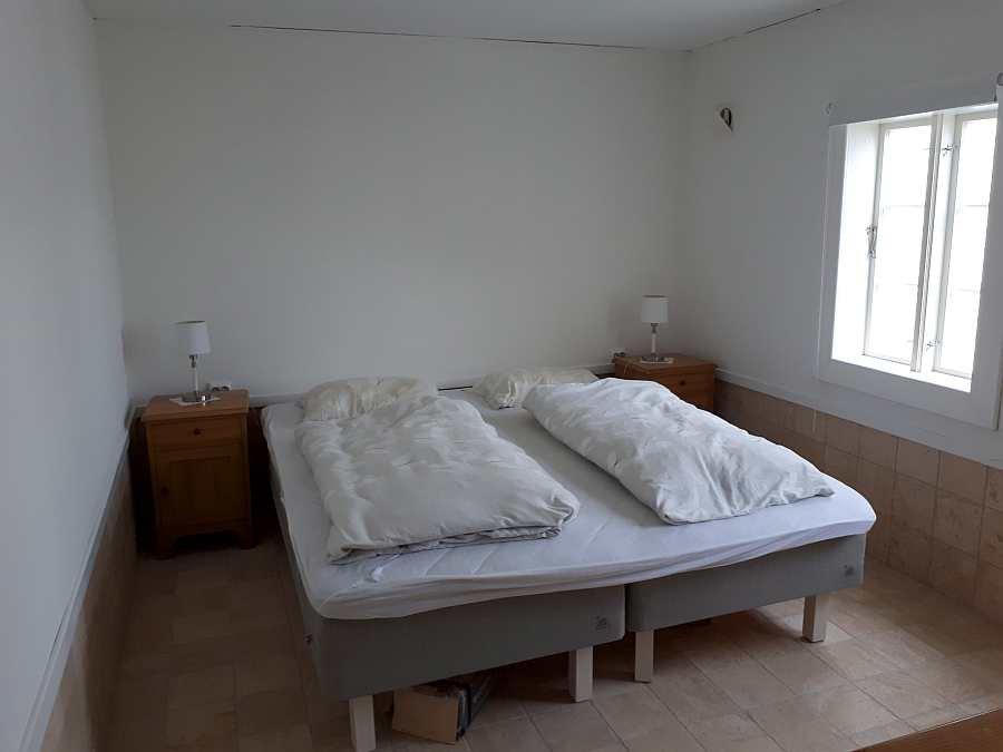 Ein weiteres Schlafzimmer mit zwei Betten