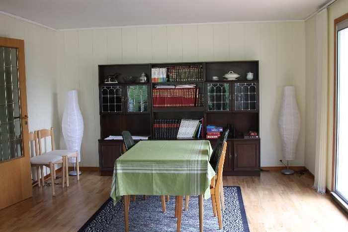 Das Wohnzimmer des Ferienhauses Kvaløy.