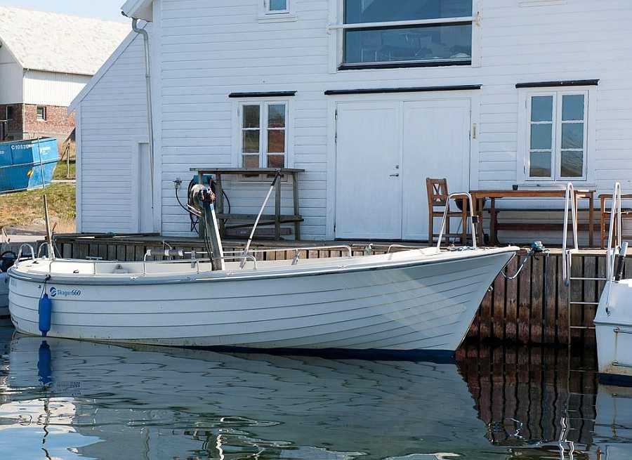 Das Angelboot liegt selbstverständlich direkt vor dem Haus
