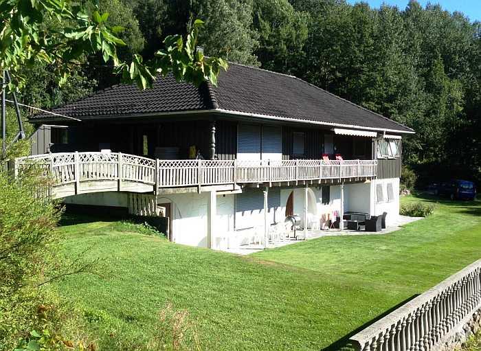 Haus Grimsland in der Region Sørlandet ist seit vielen Jahren sehr beliebt bei unseren Gästen. Zur Verfügung steht die Wohnung in der unteren Etage mit separatem Eingang.