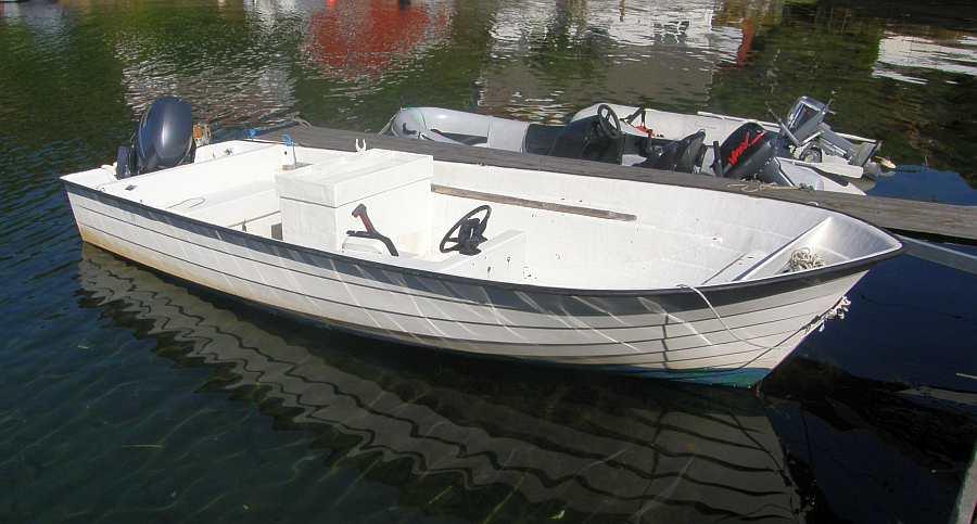 Das Angelboot liegt direkt beim Haus