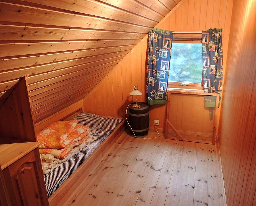 Ein weiteres der Schlafzimmer mit einem Einzelbett