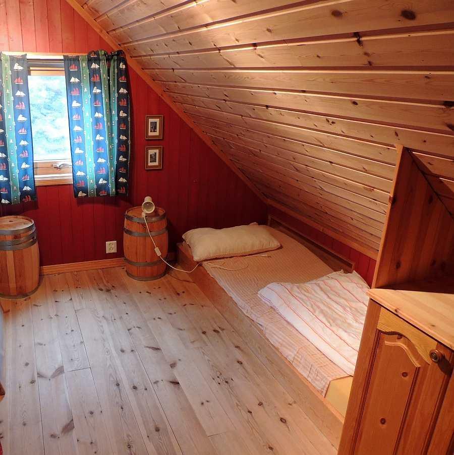 Eines der drei Schlafzimmer mit je einem Einzelbett
