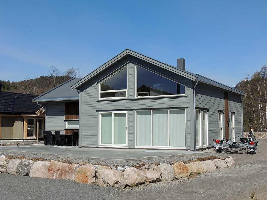 Das Ferienhaus wurde 2016 neu erbaut und bietet einen hohen Standard