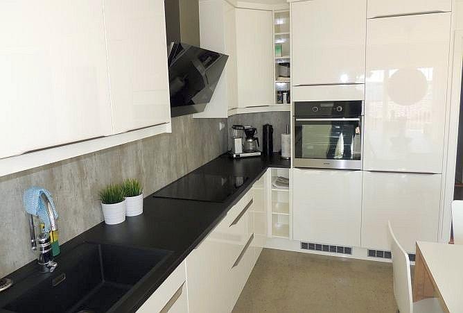 Die Küche ist modern und komplett ausgestatttet