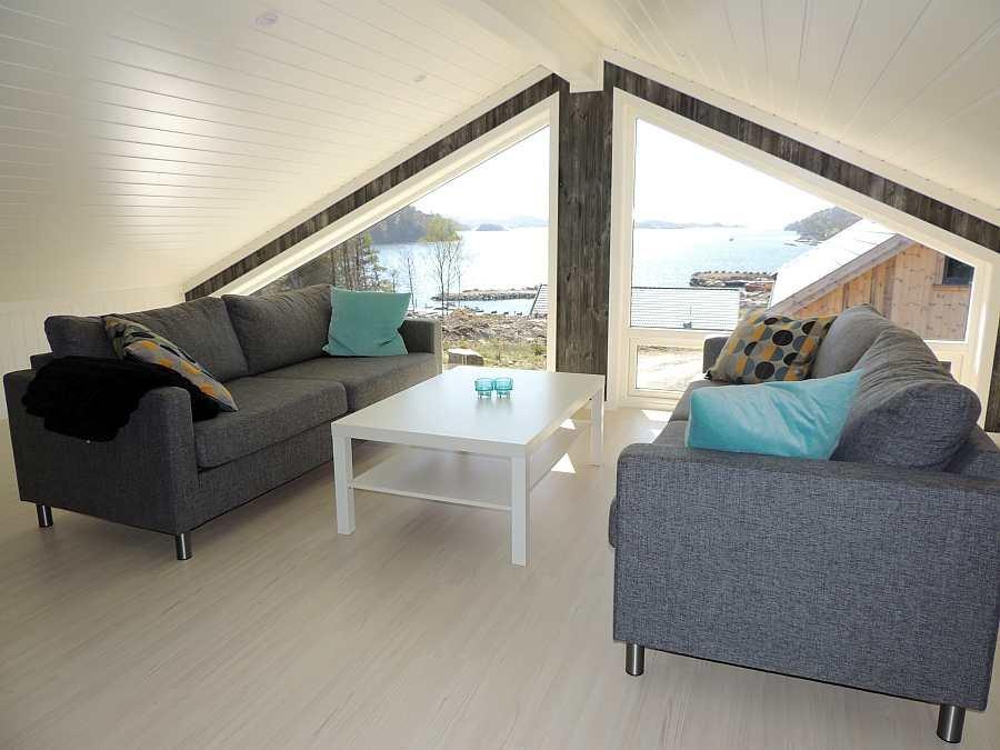 Der zweiter Wohnbereich im Obergeschoß des Hauses - ebenfalls mit direktem Meerblick