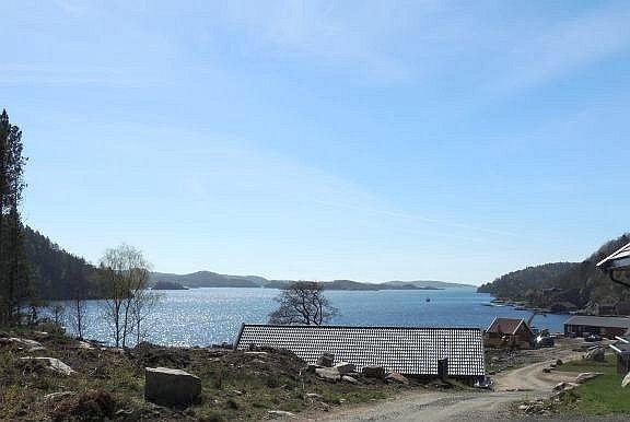 Blick von der Terrasse auf den Kåfjord - hier noch während der Bauphase in Frühjahr 2016