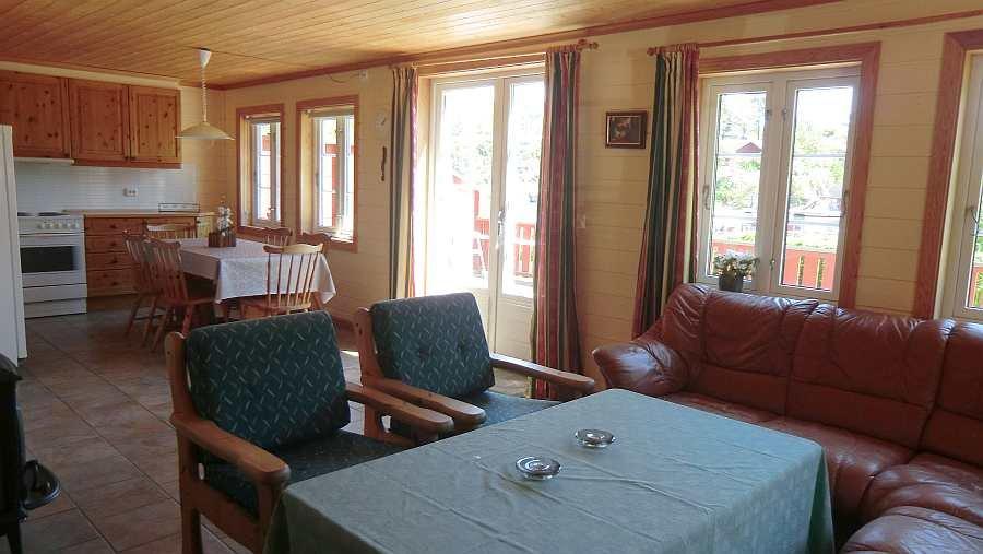 Ferienhaus 3  - Blick vom Wohnbereich in die offene Küche