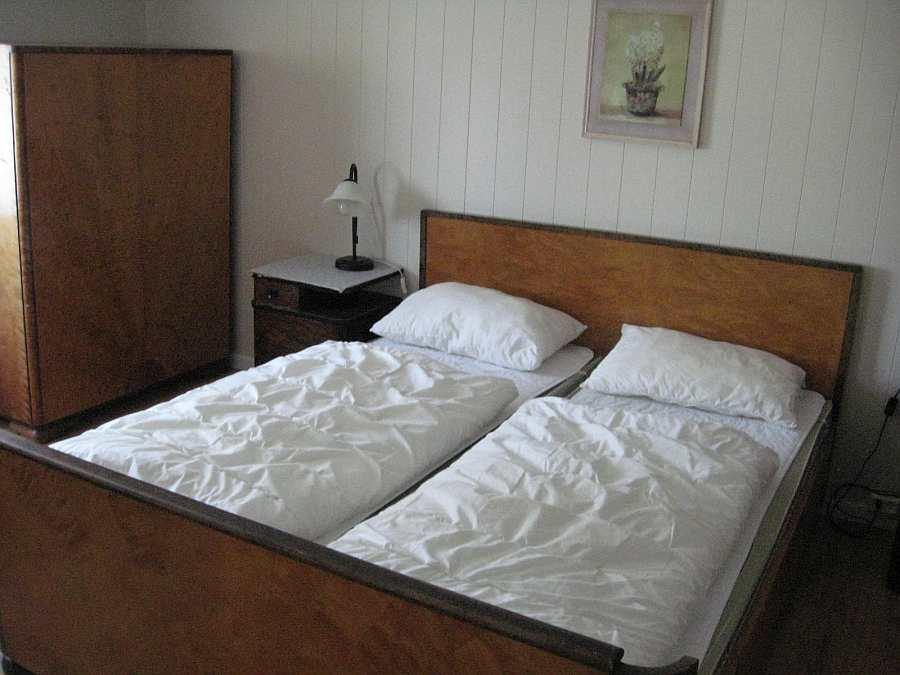 Eines der Schlafzimmer mit 1 Doppelbett in Haus 1