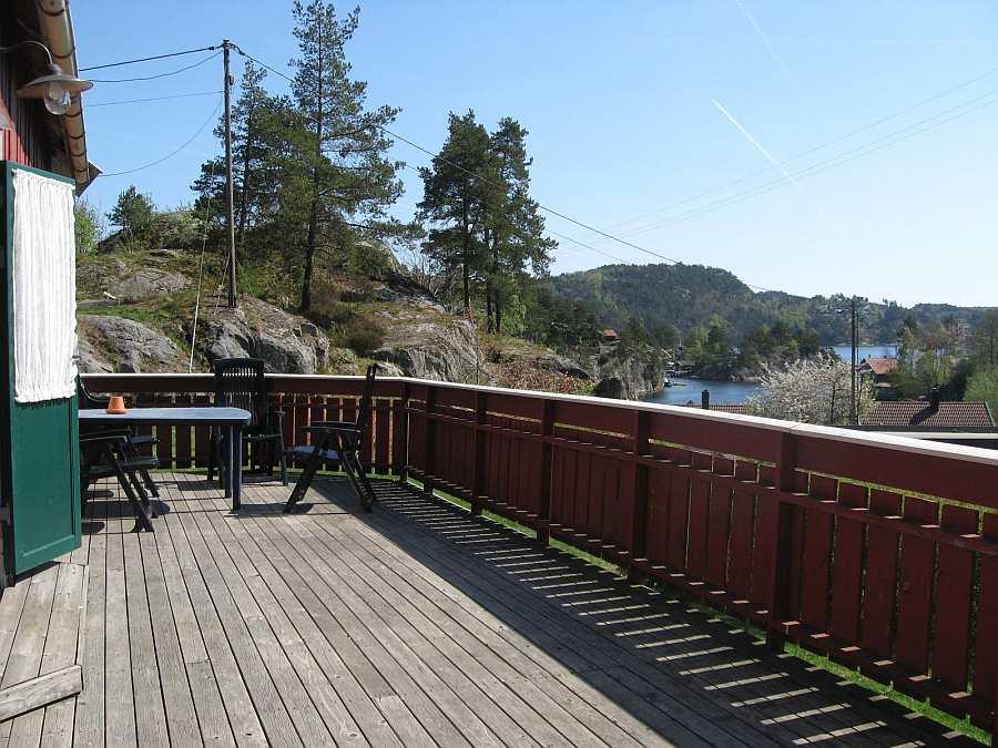 Von der großen Veranda des Ferienhauses 1 hat man einen wunderbaren Blick auf den Trysfjord