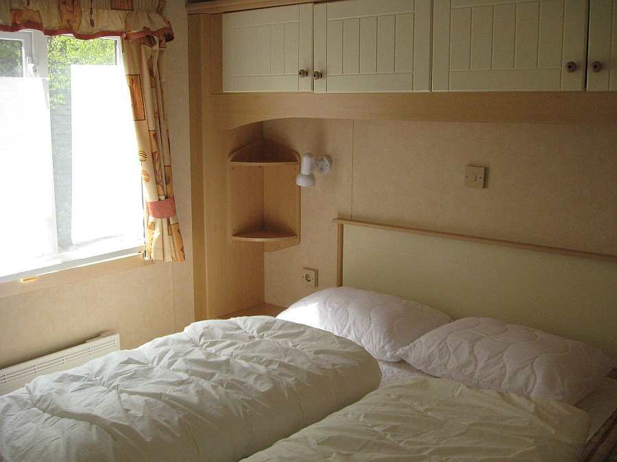 Schlafzimmer mit 1 Doppelbett im Haus 6