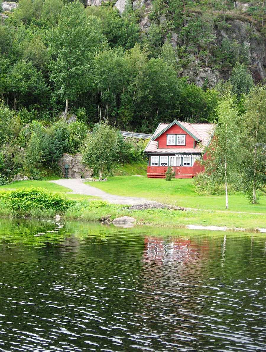 Auch Ferienhaus Nr. 5 liegt direkt am Wasser