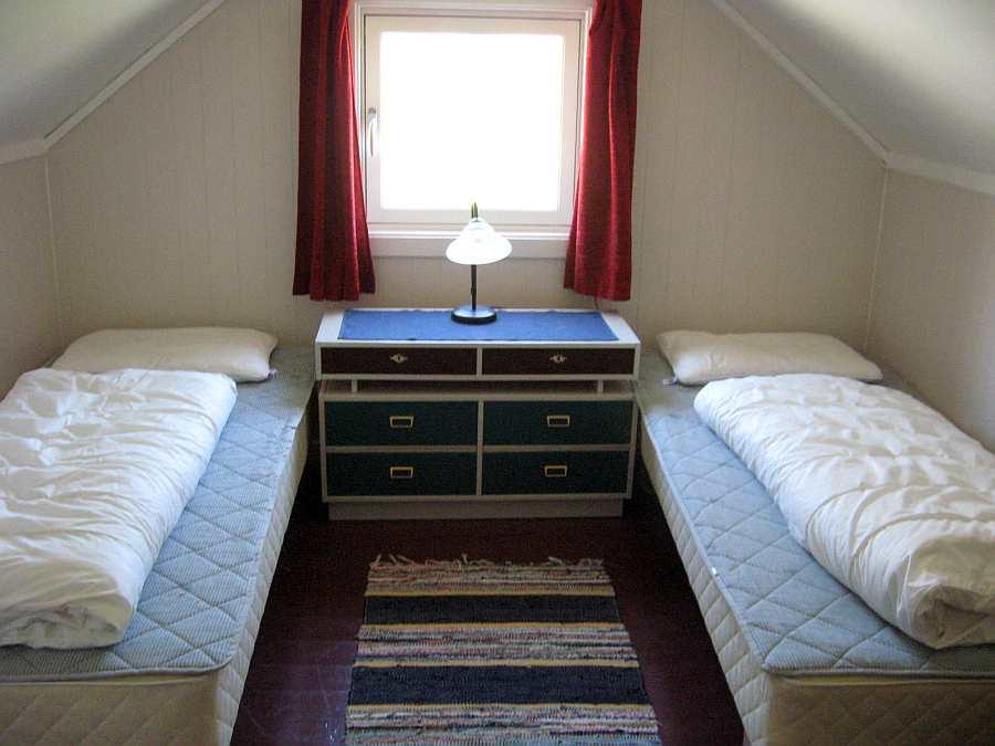 Schlafzimmer mit zwei Einzelbetten im Haus 1