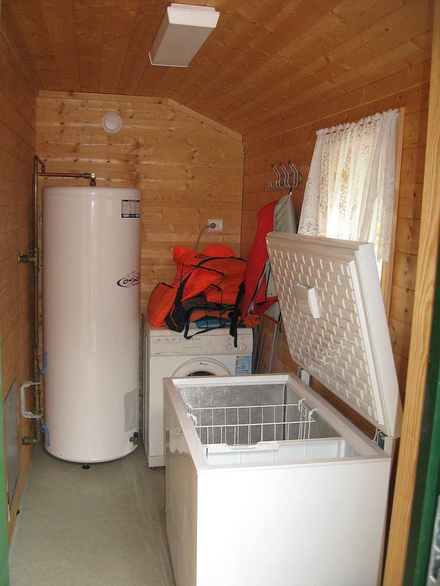Wirtschaftsraum in den Häusern 3 oder 4 - Gefriertruhe und Waschmaschine vorhanden.