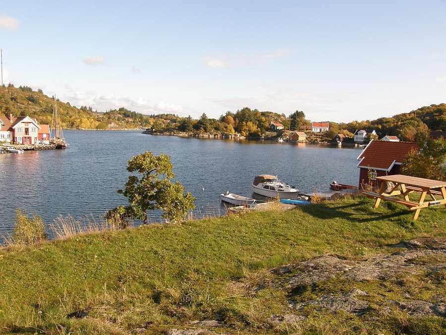 Blick von der Insel Skjernøya in die Hausbucht
