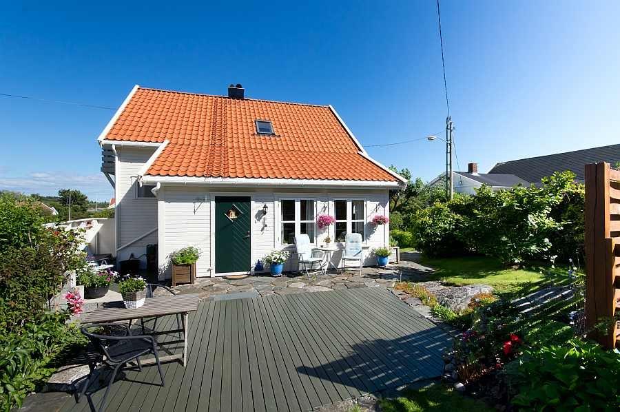 Die große Terrasse des Ferienhauses Skjernøya