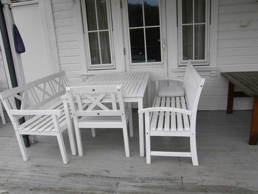 Eine von zwei Sitzgruppen auf der großen Terrasse