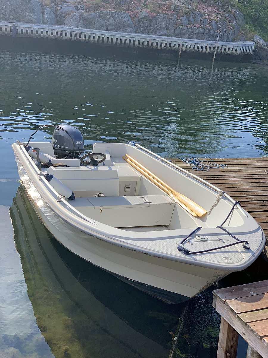 Bereits im Hauspreis enthalten: Angelboot 14 Fuß/30 PS, 4-Takter, e-Starter, Steuerstand