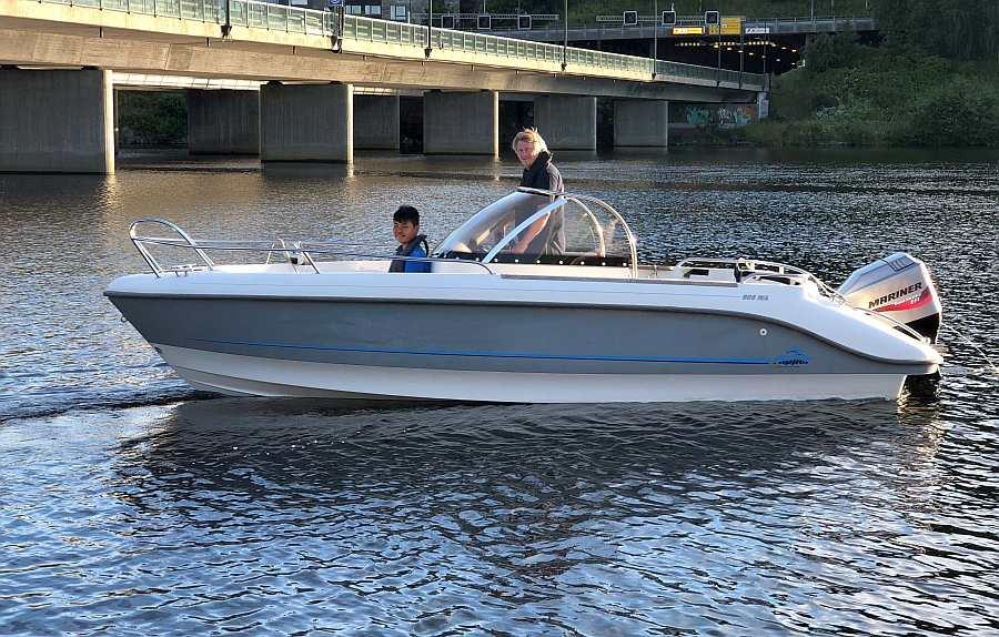 Optional zusätzlich buchbar: Das schnelle Angelboot >Flipper< 19  Fuß /115 PS, 4-Takter, e-Starter, Steuerstand mit Windschutz, GPS/Kartenplotter