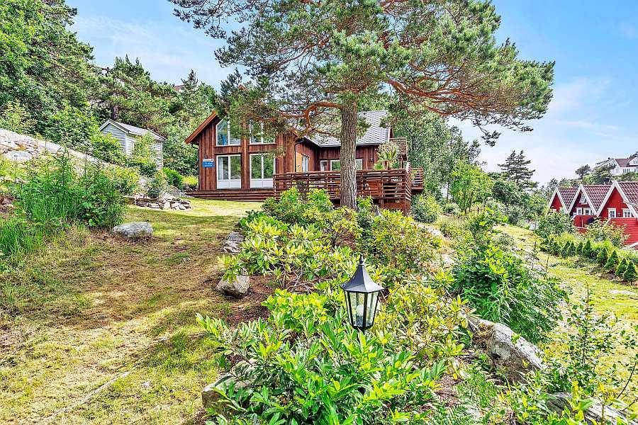 Das Ferienhaus Solkrogen liegt auf einem eigenen, großen Gartengrundstück