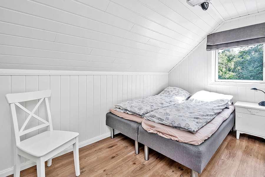 Das Schlafzimmer mit 2 Einzelbetten (hier wahlweise zum Doppelbett zusammengeschoben)