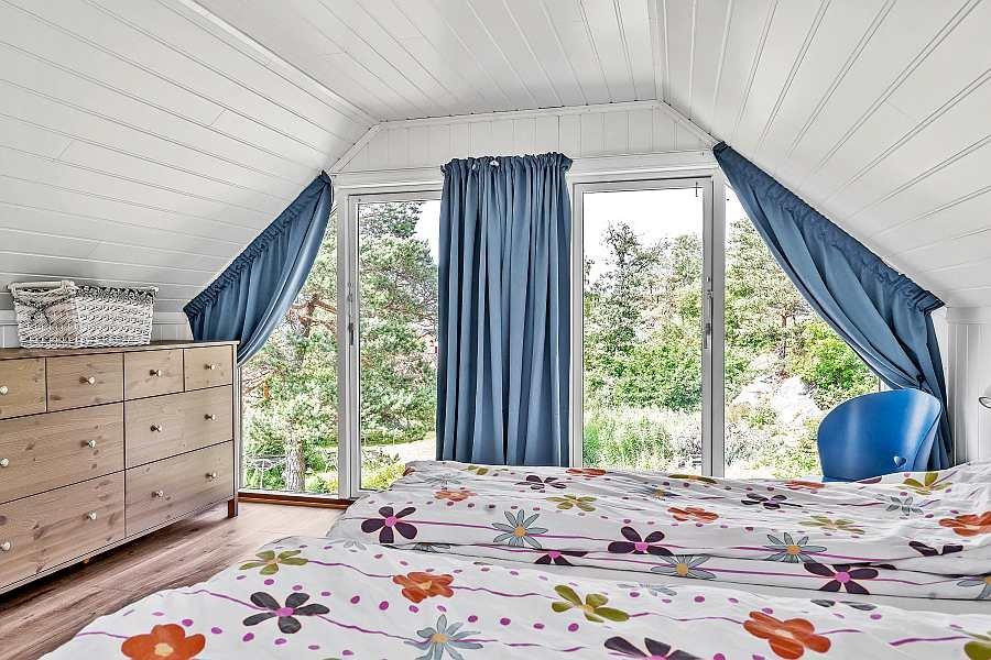 Blick von diesem Schlafzimmer in den Garten
