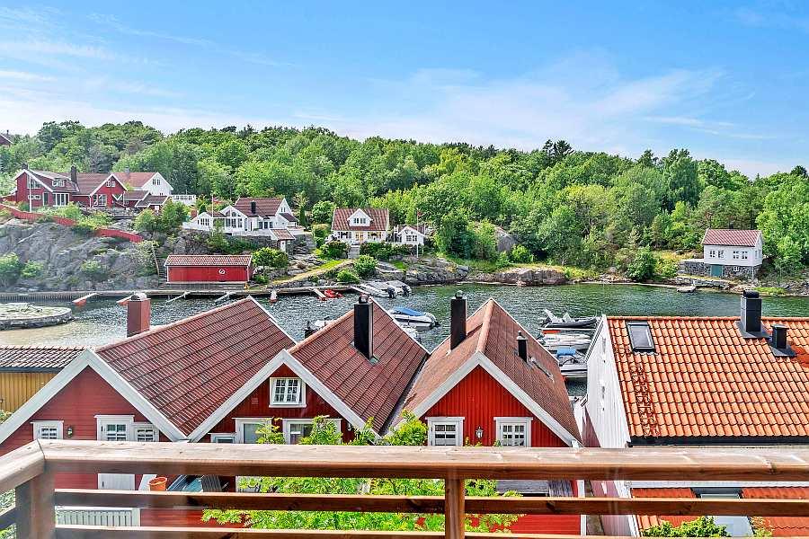 Blick vom Ferienhaus auf den Inselkanal