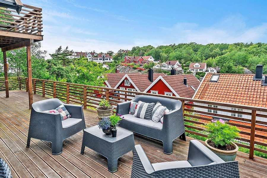 Der zusätzliche gemütliche Sitzbereich auf der Terrasse