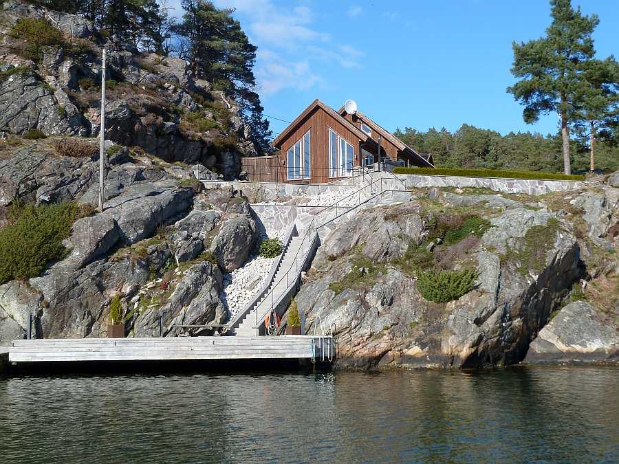 Der große eigene Bootssteg vor dem Haus