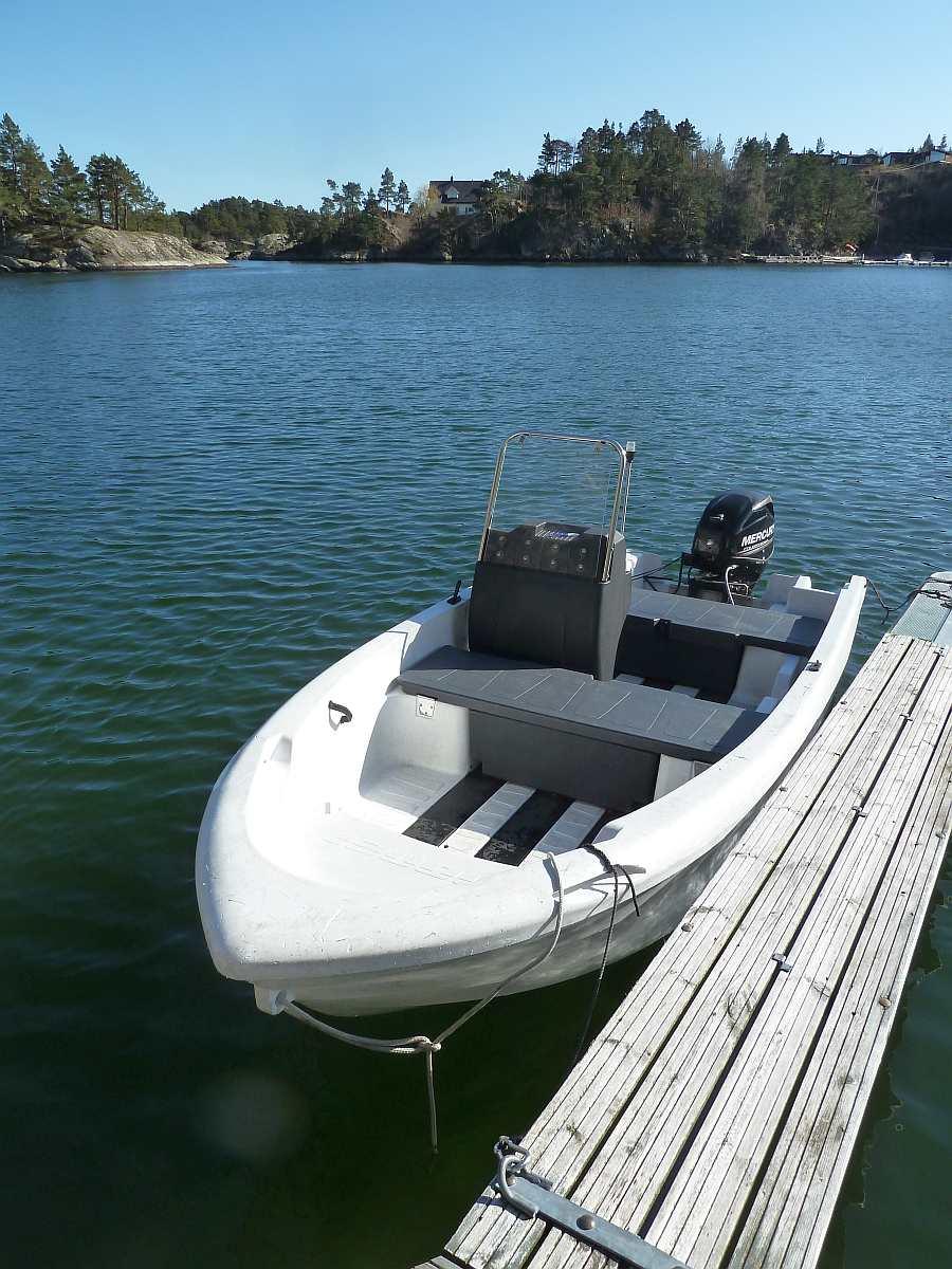 Am eignen Bootsliegeplatz beim PKW-Parkplatz wartet Ihr Boot, das bereits im Hauspreis enthalten ist
