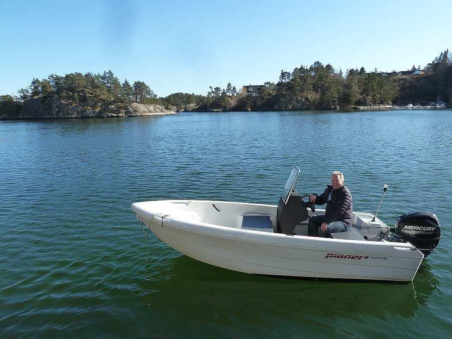 Bereits im Hauspreis enthalten: Angelboot Pioner 14 Fuß/40 PS, 4-Takter, E-Starter, Steuerstand mit Winschutz