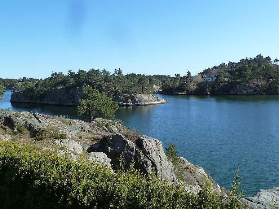 Blick vom Grundstück des Hauses auf die Schärenküste