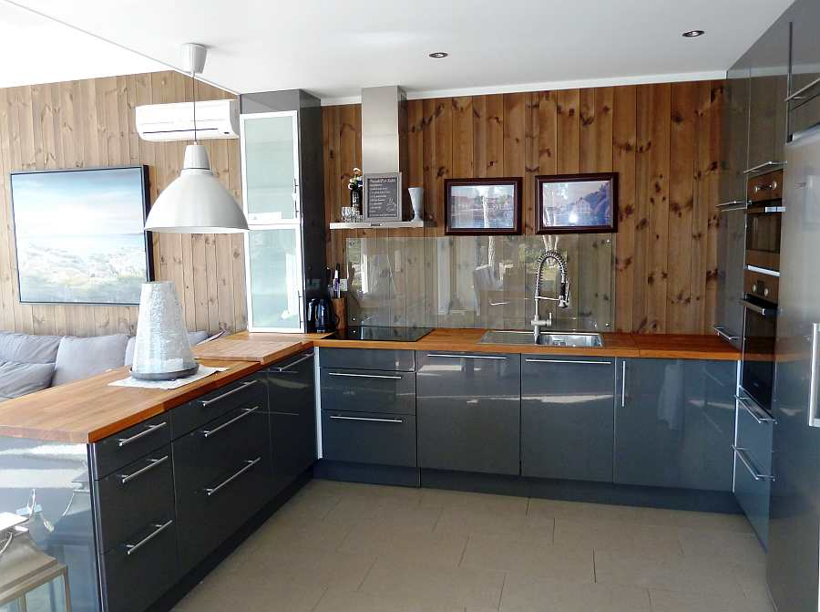 Die komplett ausgestattete offene Studioküche des Ferienhauses lässt sicher keine Wünsche offen!