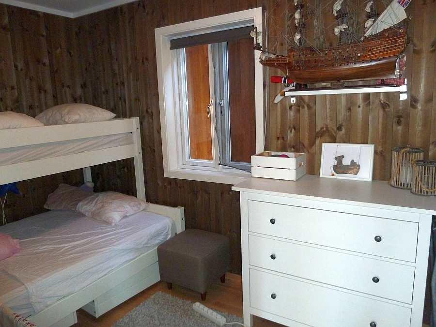 Das Schlafzimmer mit dem Norwegischen Famiienbett (Etagenbett, unten 140 cm breit)
