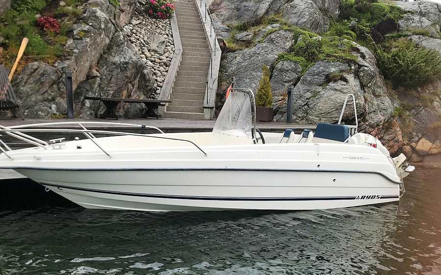 Das Zusatzboot Ryds ist mit seinem 115 PS-Motor ein sehr schnelles Boot! > für dieses Boot ist der Nachweis eines Führerscheins notwendig.