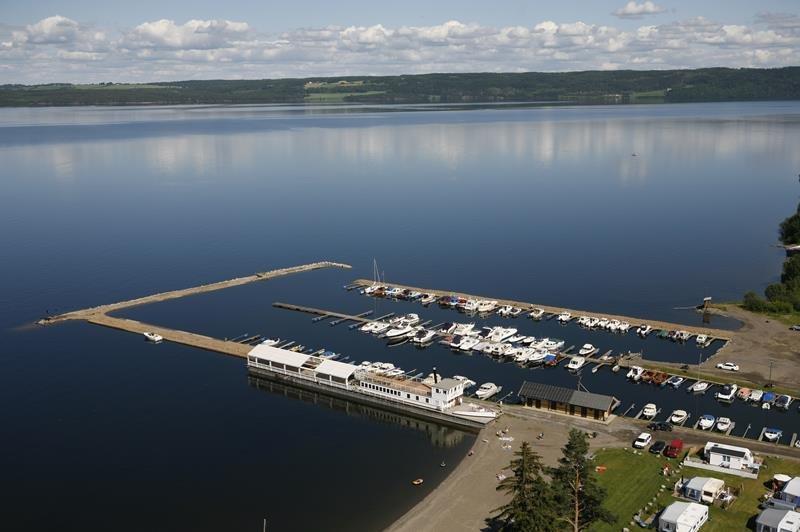 Das Boot liegt ca. 160 Meter vom Haus entfernt im Bootshafen der Bucht Totenvika